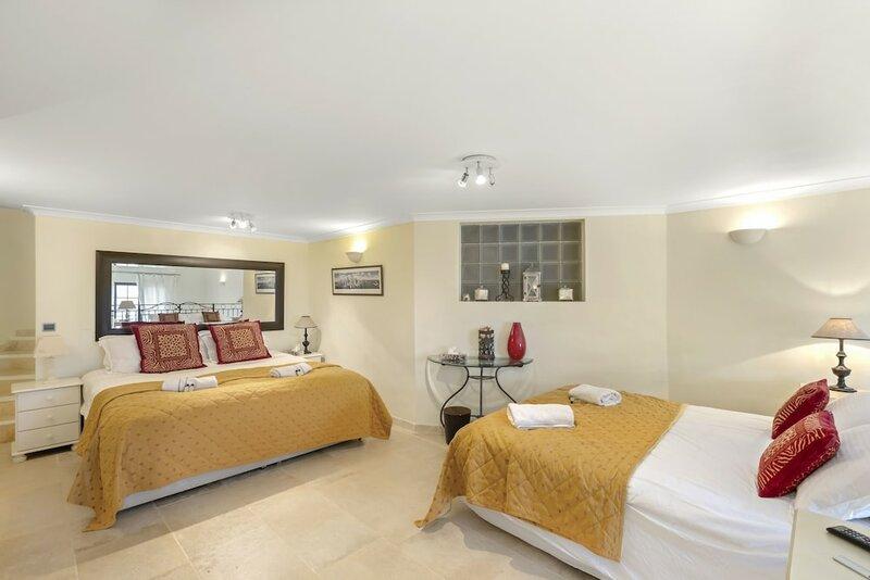 Cannes Mandelieu/theoule Border Lovely 6-bed Villa
