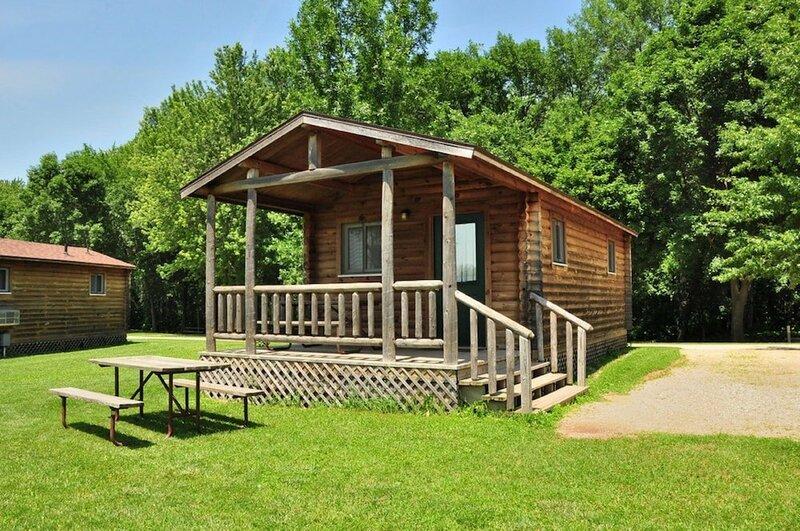 Fremont Jellystone Park Loft Cabin 2