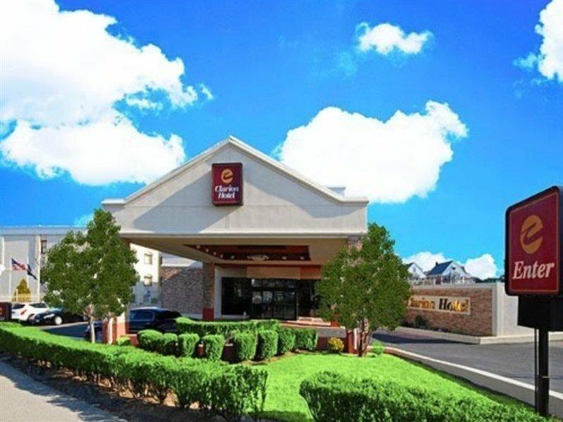 Clarion Hotel La Guardia Airport