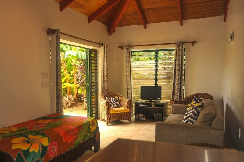 Dorothy's Muri Beach Bungalows
