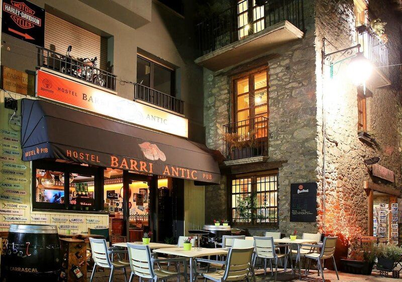 Barri Antic Hostel & Pub