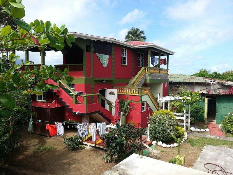 Nixon's Bayside Mangrove Inn/Villa