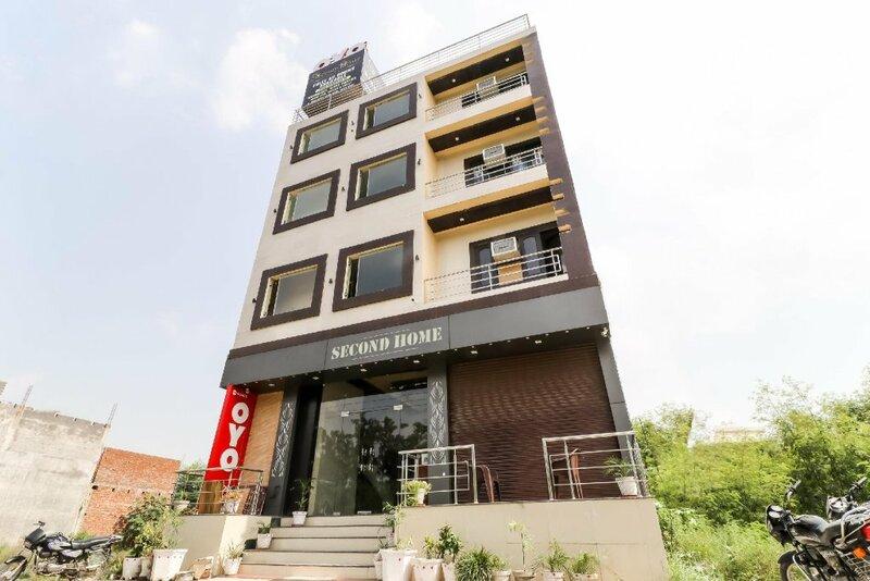 Oyo 42126 Hotel Saurav