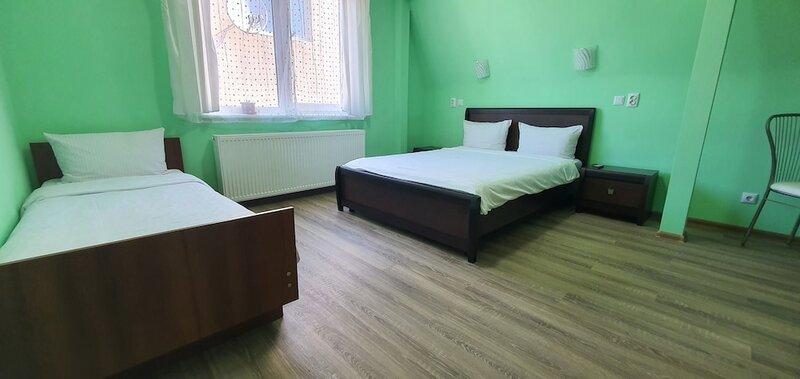Luxor Inn & Suites