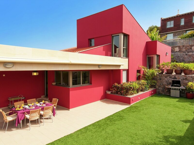 Luxurious Villa in Canary Islands Close to the Seabeach