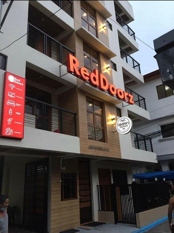 RedDoorz Plus near Uptown Bgc Mall
