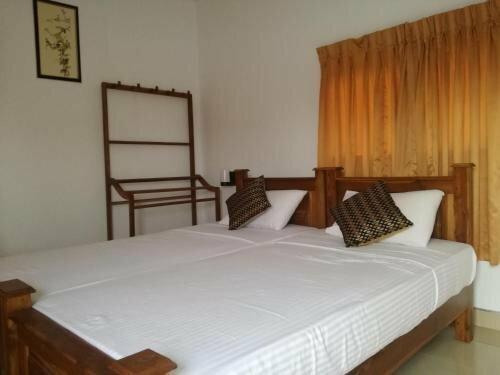 Deshani Holiday Inn