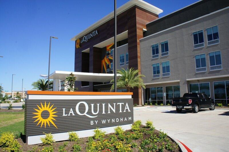 La Quinta Inn & Suites by Wyndham Texas City i 45