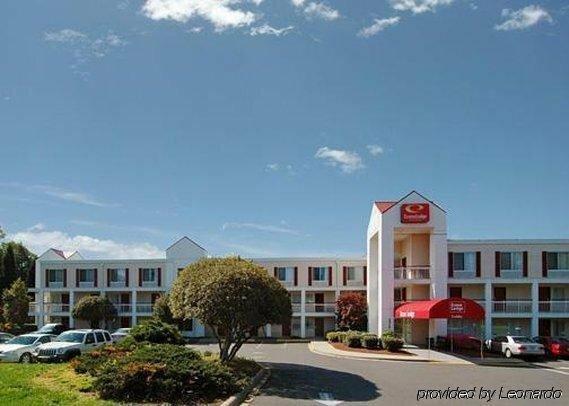 Econo Lodge Inn & Suites Airport