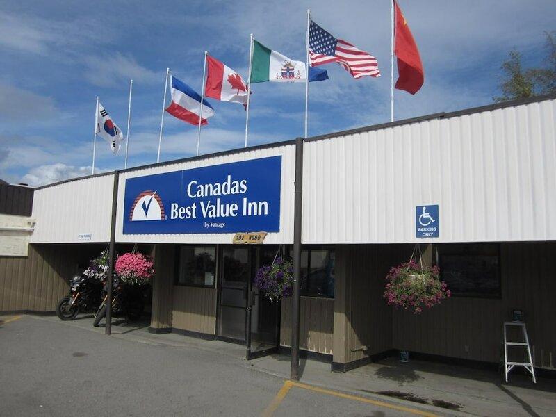 Canadas Best Value Inn River View Hotel