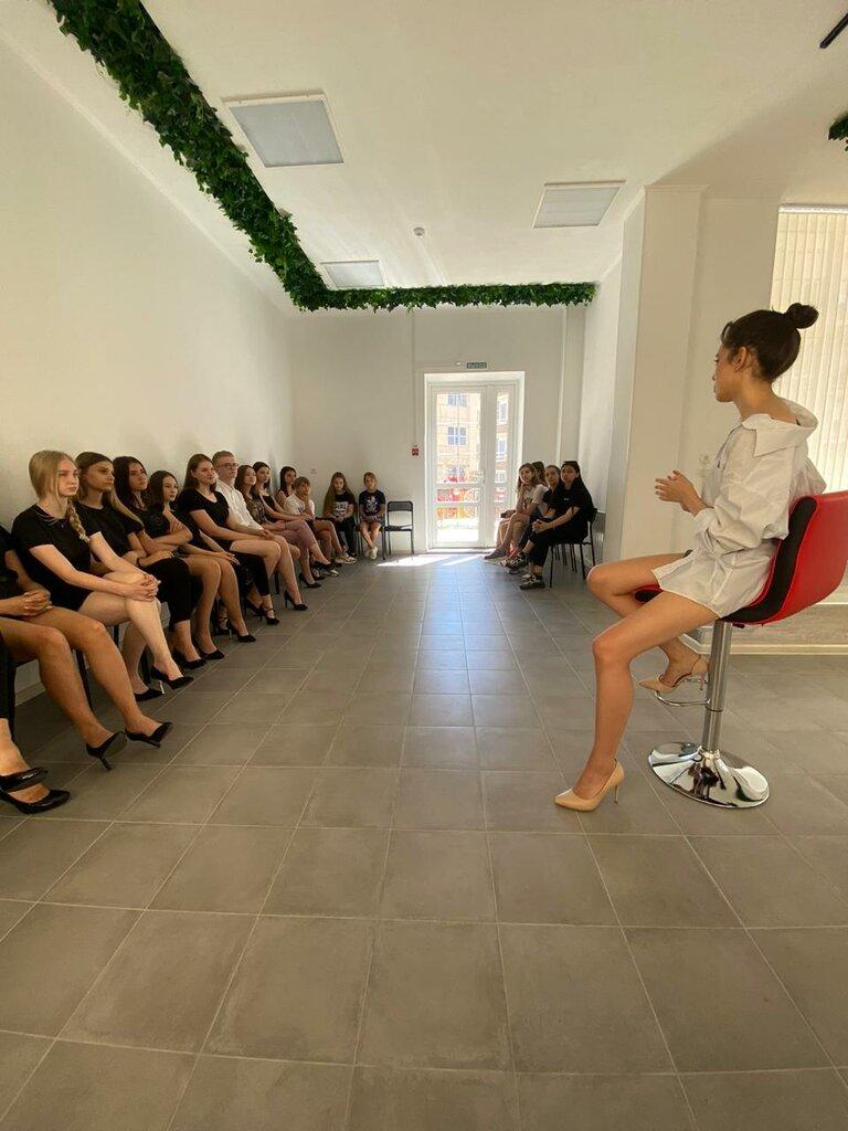 Модельный бизнес аксай ищет работу девушка курск
