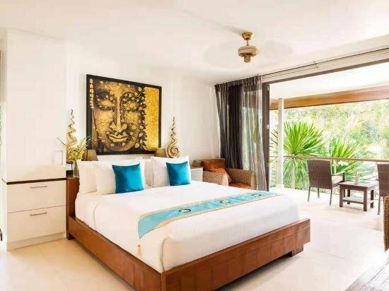Lipanoy 4 bedrooms Seaside Pool Villa