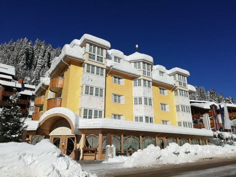 Отель Alpen Suite