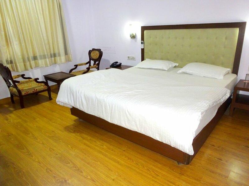 Отель Rajvi Palace by sky stays