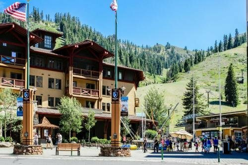 Squaw Valley Lodge