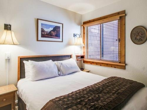 Northstar Ski In Ski Out Condo by Redawning