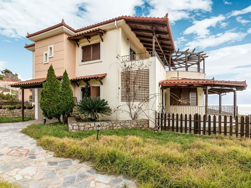 Graceful Villa in Raches Fthiotidos With Patio