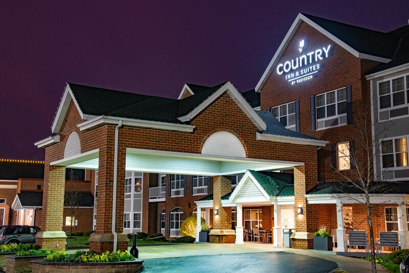 Country Inn & Suites by Radisson, Milwaukee West, Wi