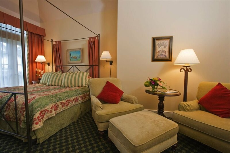 La Mer Hotel & Dewey House