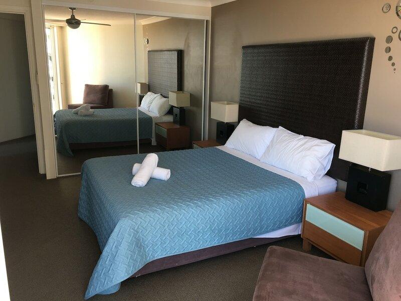 Stylish Broadbeach Apartment with Views