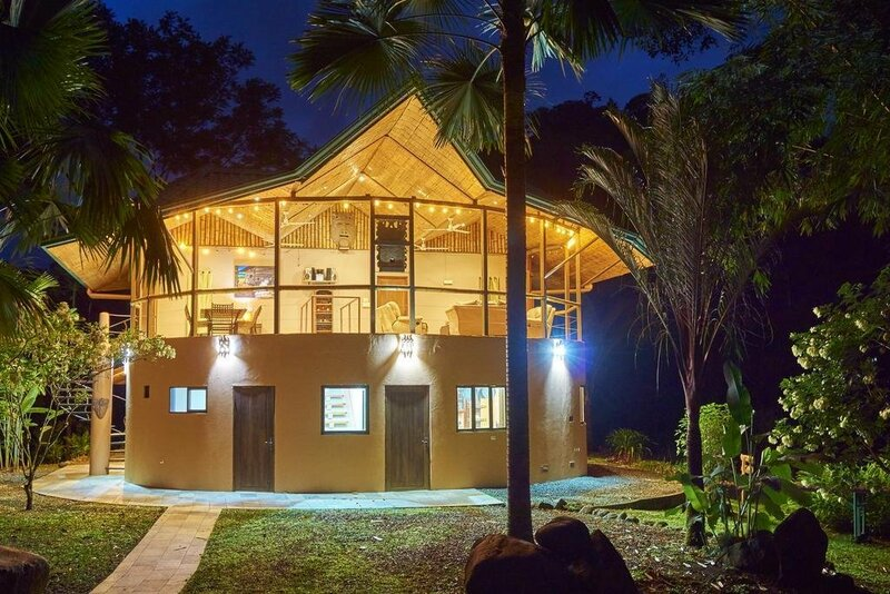 Manoas Luxury Camping and Villa Rentals