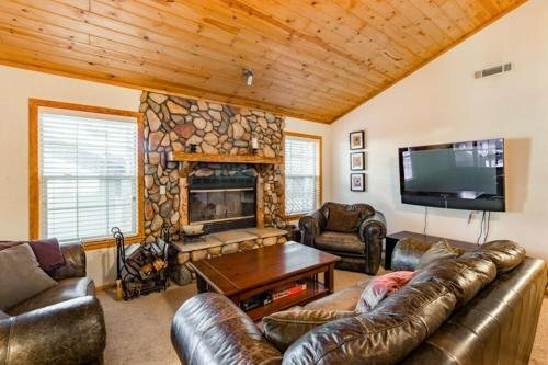Cedar Lodge - 4 Br home by RedAwning