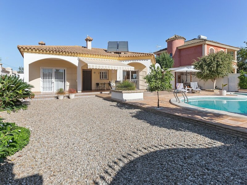 Detached Villa With a Large Private Swimming Pool