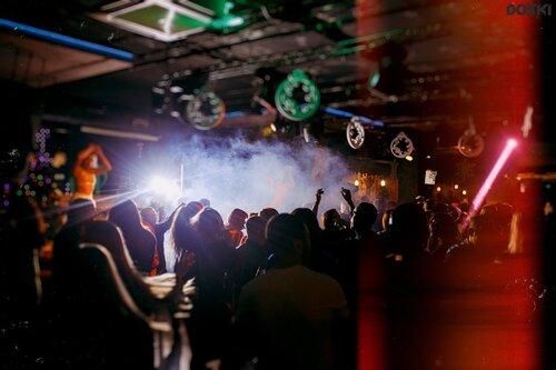Ночной клуб доска омск клуб квартира в москве ночной