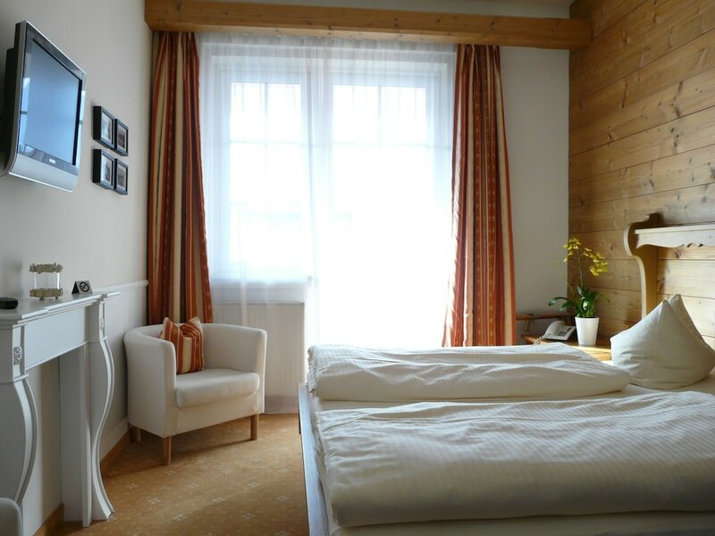 Hotel Roter Hahn - Bed & Breakfast