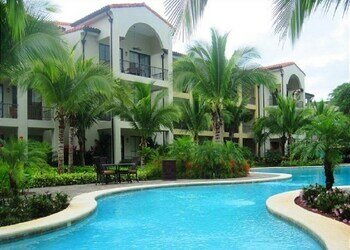 Stylish 1-bedroom That Opens on Pool -pacifico L303