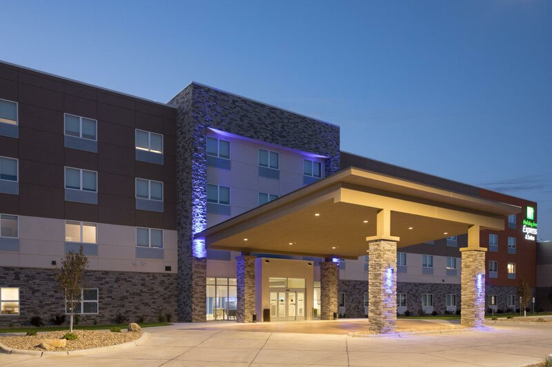 Holiday Inn Express and Suites Dakota Dunes