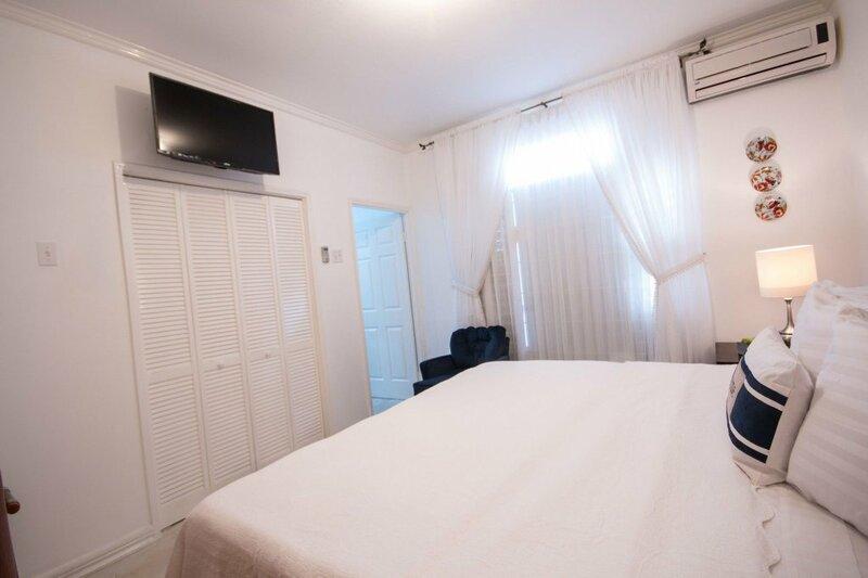 Cattleya's New Kingston Guest Apartment