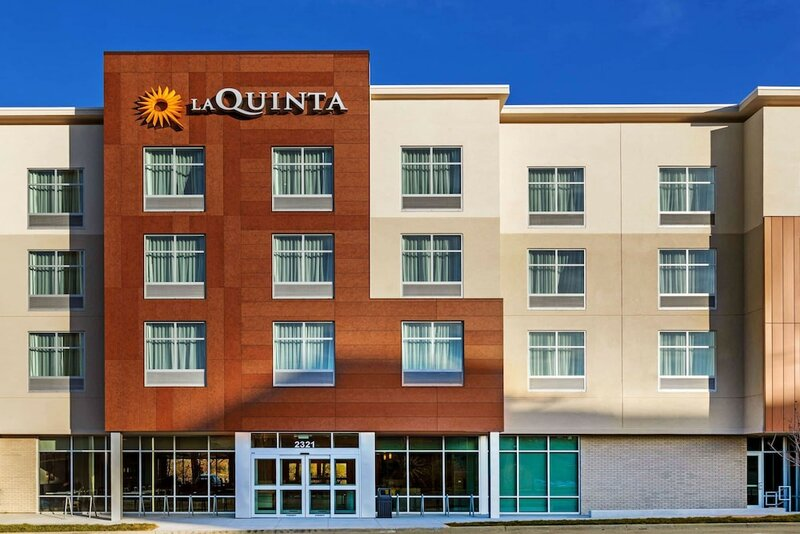 La Quinta Inn & Suites by Wyndham Kansas City Beacon Hill