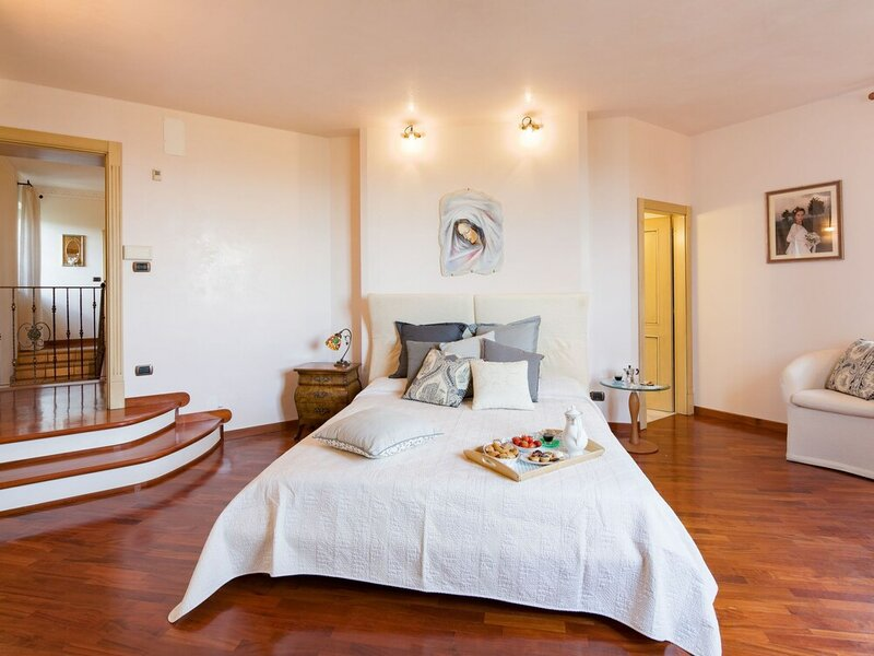 Luxurious Villa in Cortona Tuscany With Jacuzzi