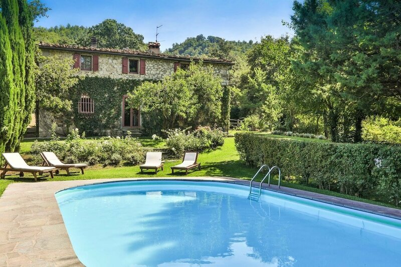 Villa With 6 Bedrooms in Castelnuovo, With Private Pool, Terrace and Wifi