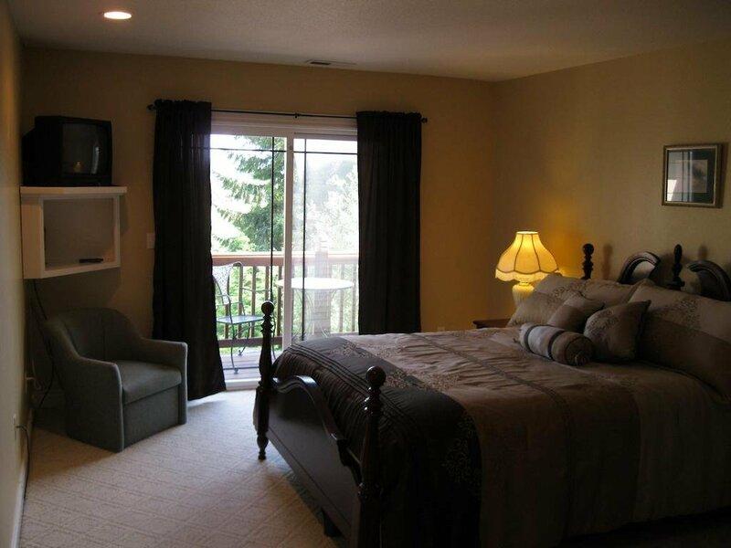 Blue Heron Chateau Bed & Breakfast Inn