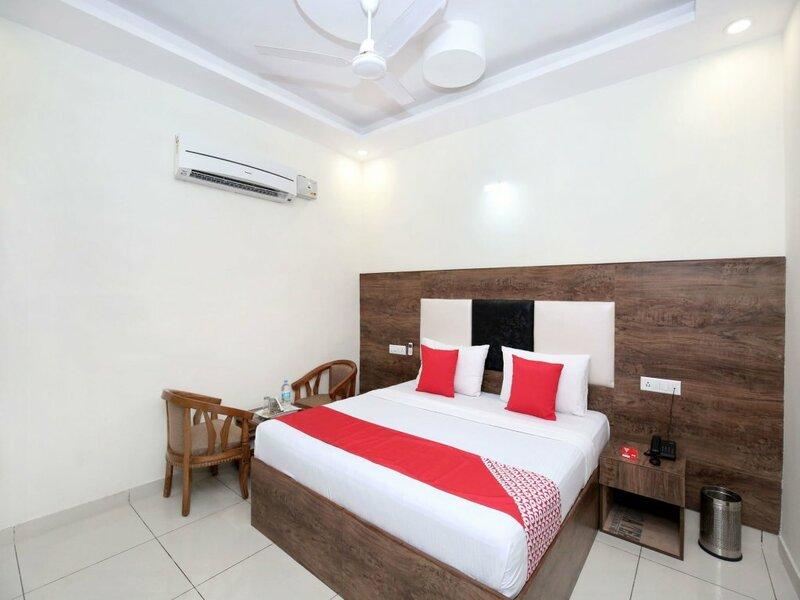 Oyo 13373 Hotel Royal star