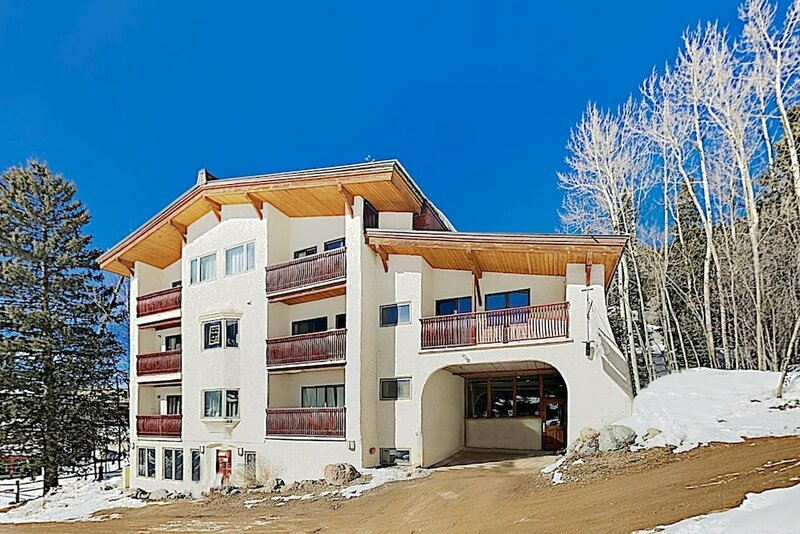 Stylish Powderhorn 1br- Stroll To Ski Lift Studio Bedroom Condo