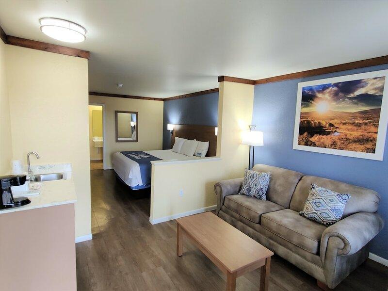 Days Inn by Wyndham Suites Fredericksburg