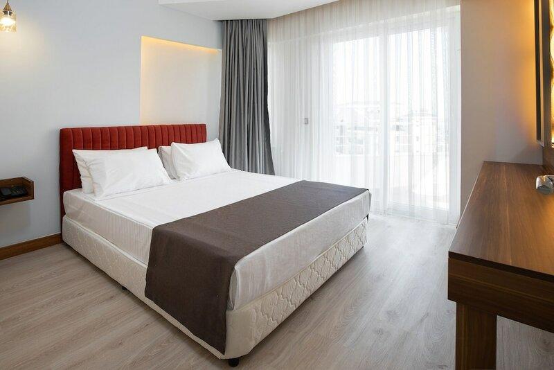 Отель Theluna Suite