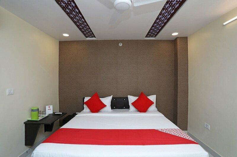 Oyo 22697 Richa Grand Inn