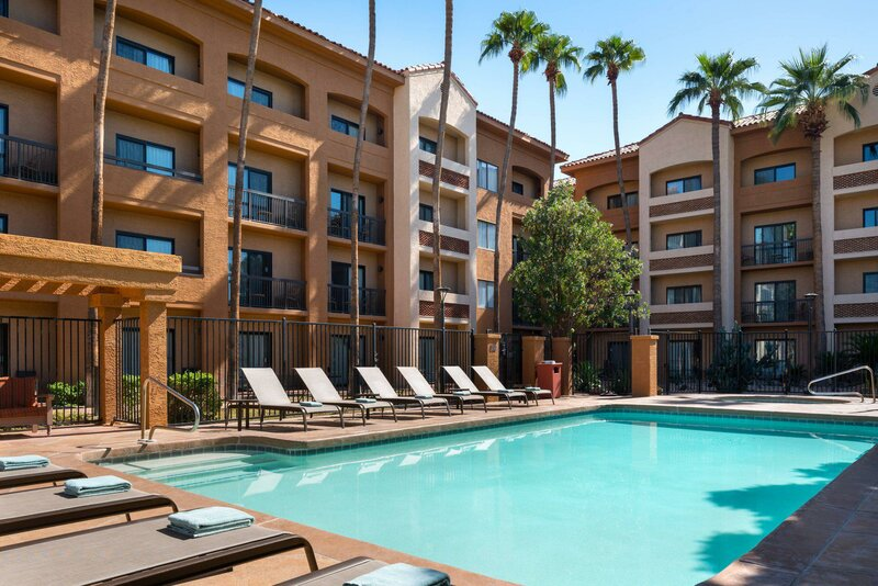 Courtyard by Marriott Phoenix Camelback