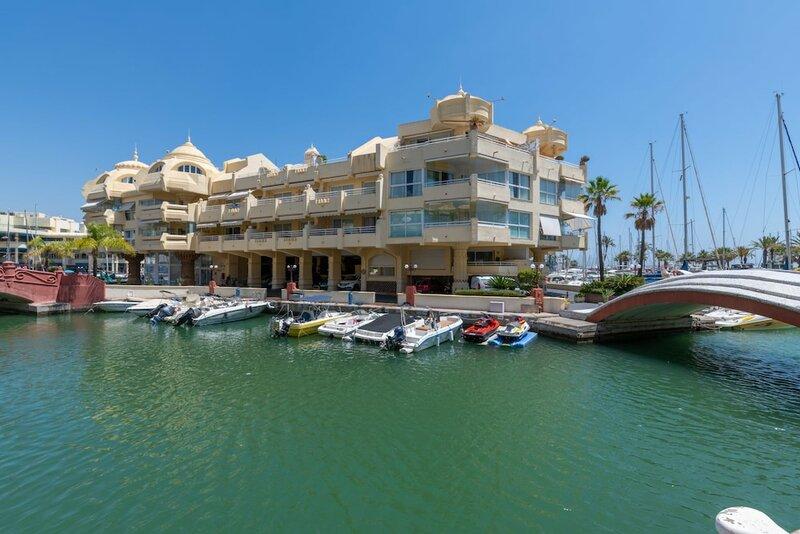 Benalmadena Costa by Rafleys - First Line Beach 2Br Modern Apartment