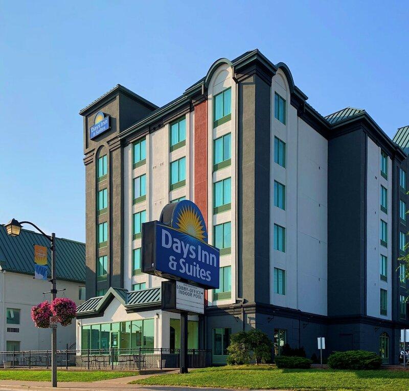 Days Inn & Suites by Wyndham Niagara Falls Centre St.by the Falls