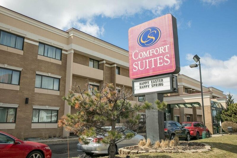 Comfort Suites Oakbrook Terrace near Oakbrook Center