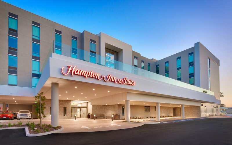 Hampton Inn & Suites Anaheim Resort Convention Center