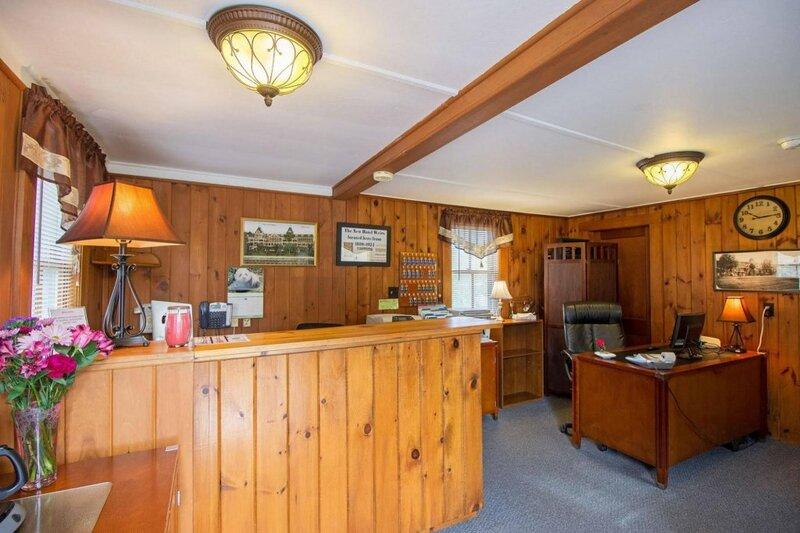 Half Moon Motel & Cottages