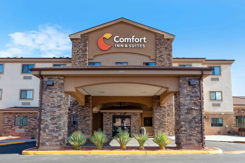 Comfort Inn & Suites Page at Lake Powell