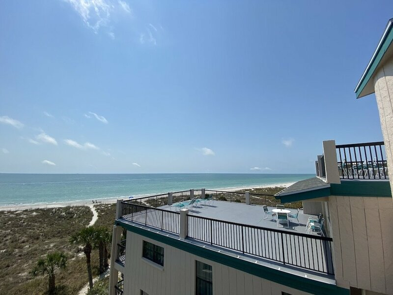 413 Madeira Norte 2 Br condo by RedAwning