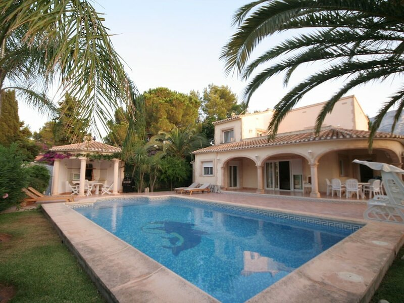 Luxurious Villa With Private Pool in Les Rotes